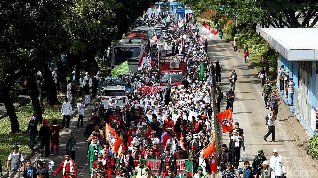 Long March Massa FPI Mengular Panjang