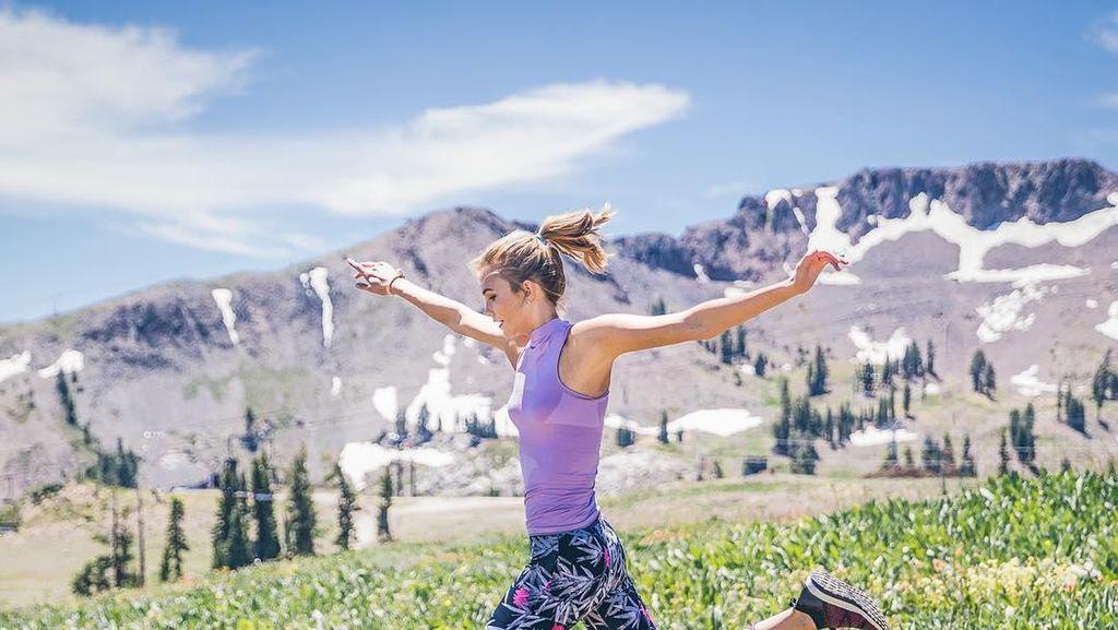 Penampilan Karlie Kloss Sporty Stylish di Iklan Terbaru Adidas