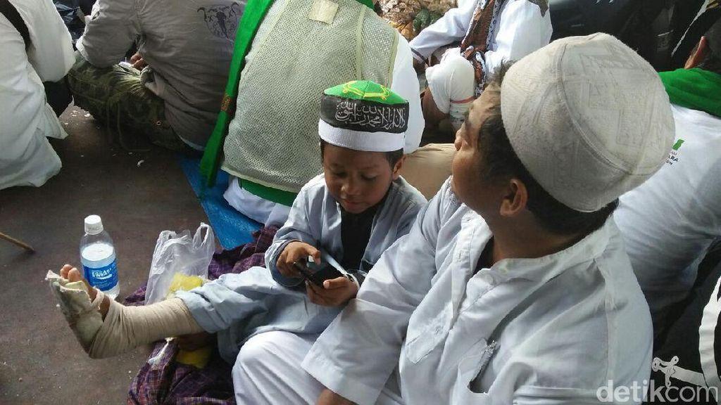 Bocah Berkaki Patah Datang Lagi, Kawal Pemeriksaan Habib Rizieq