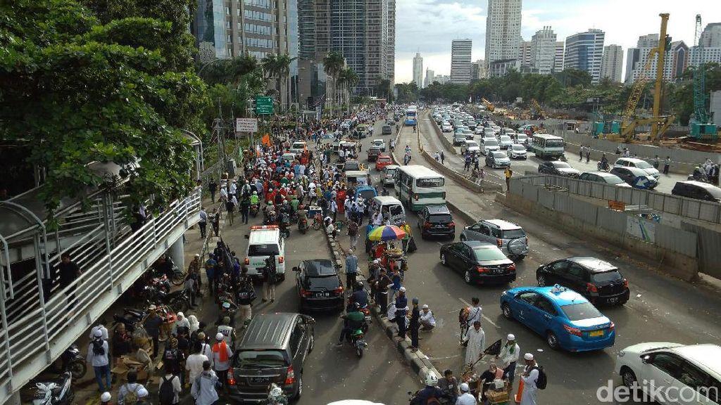 Rizieq Tinggalkan Polda Metro, Massa FPI Mulai Membubarkan Diri