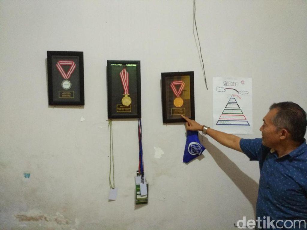 Kenangan Asyam, Juara Olimpiade Kimia dan Diundang Jokowi ke Istana