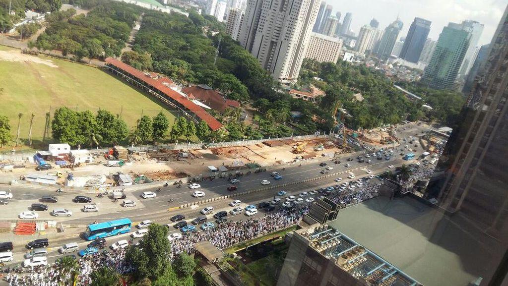 Mengular, Ini Penampakan Long March Massa FPI di Sudirman