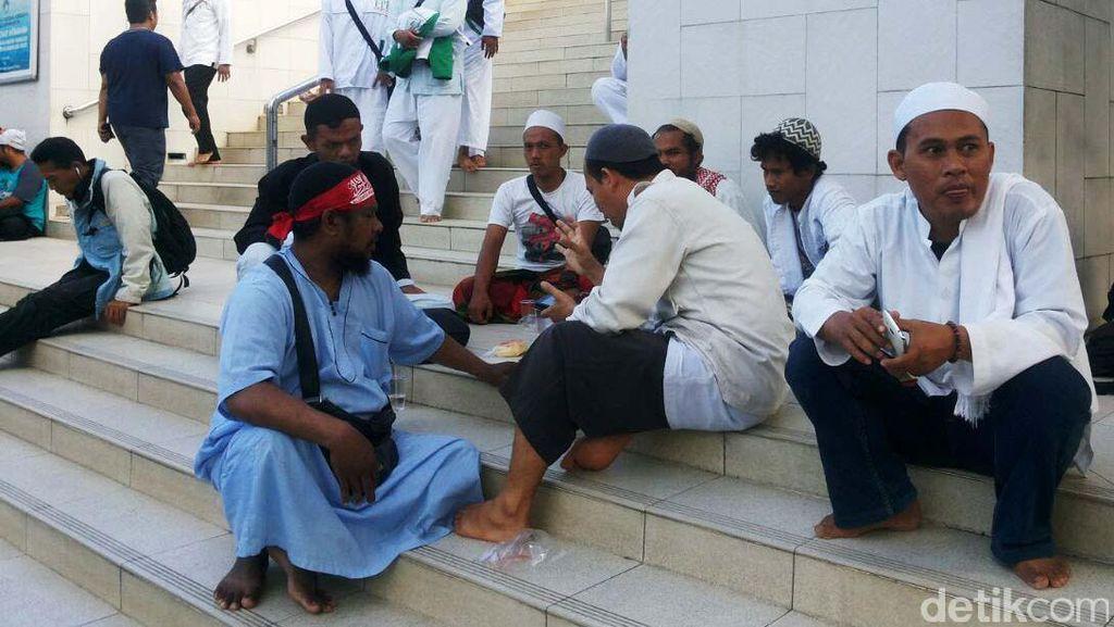 Massa FPI Berkumpul di Masjid Al Azhar