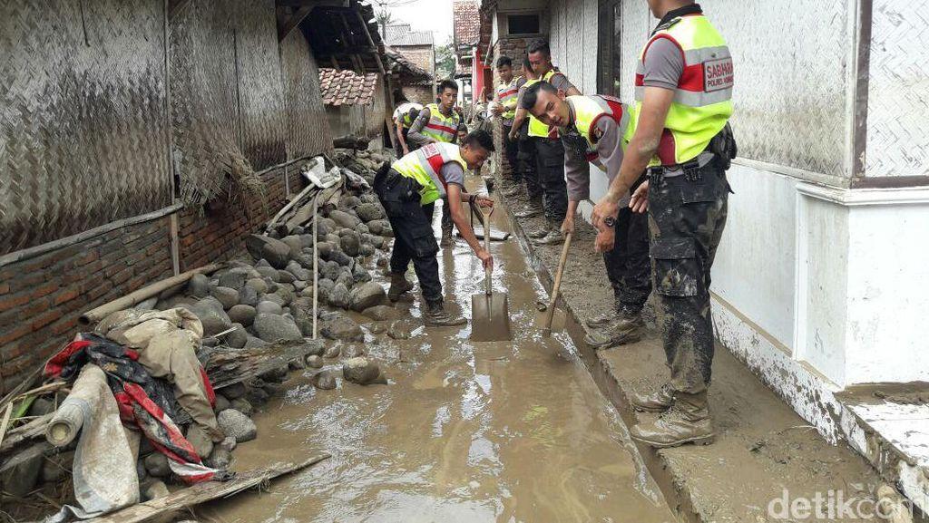 Banjir di Kuningan, 140 Kambing dan 500 Unggas Terseret Arus