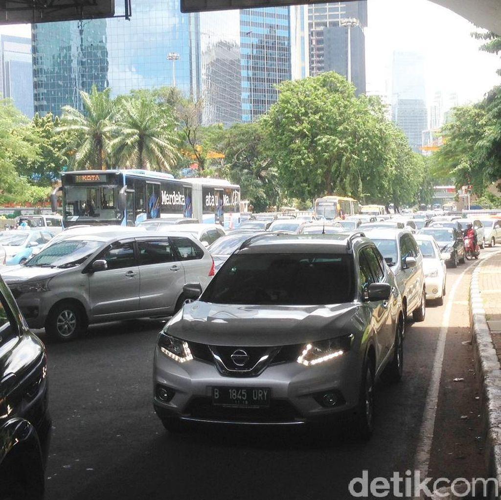 Massa FPI Berkumpul di Depan Polda Metro, Lalin Arah Blok M Macet