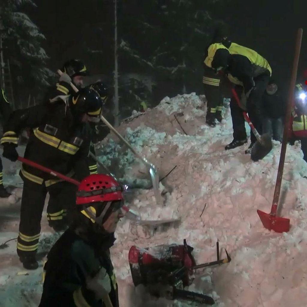 Korban Tewas Akibat Salju Longsor di Italia Menjadi 14 Orang