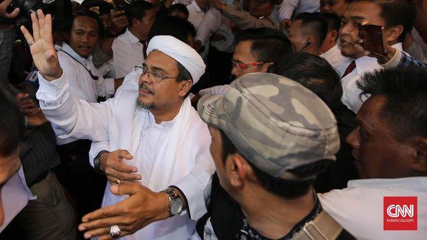 Pemimpin Front Pembela Islam (FPI) Rizieq Shihab, di Direktorat Reserse Kriminal Khusus Polda Metro Jaya, Jakarta, 2017.