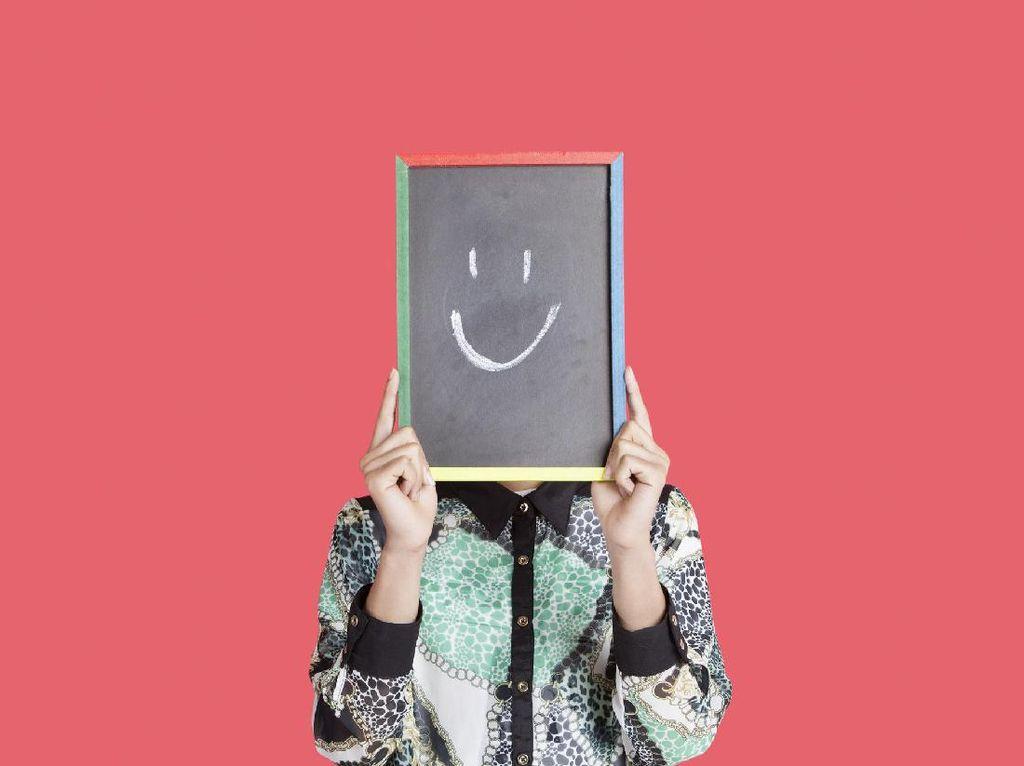 Tak Selalu Positif, Rupanya Senyum Juga Bisa Berefek Negatif Bagi Fisik