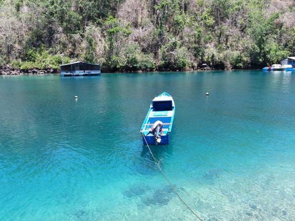 Inilah Pantai Sebening Kaca di Ternate