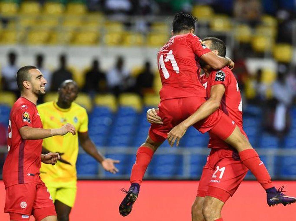 Tunisia Lolos, Aljazair Angkat Koper