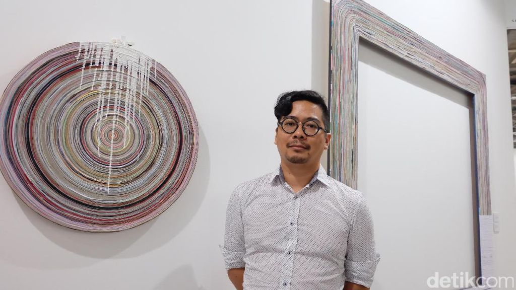 Irfan Hendrian Eksplorasi Lukisan dengan Bahan Kertas