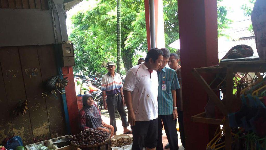 Bersendal Jepit, Ini Gaya Wali Kota Semarang Cek Harga Cabai di Pasar