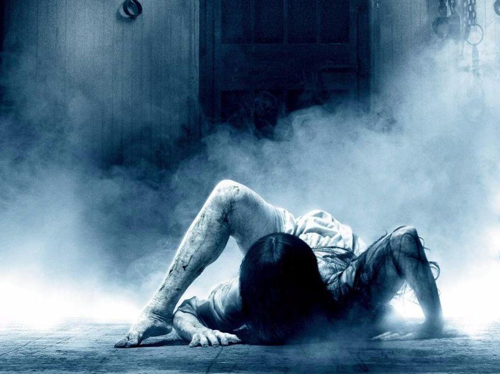 Hantu di Film Rings Takuti Pengunjung Toko Elektronik