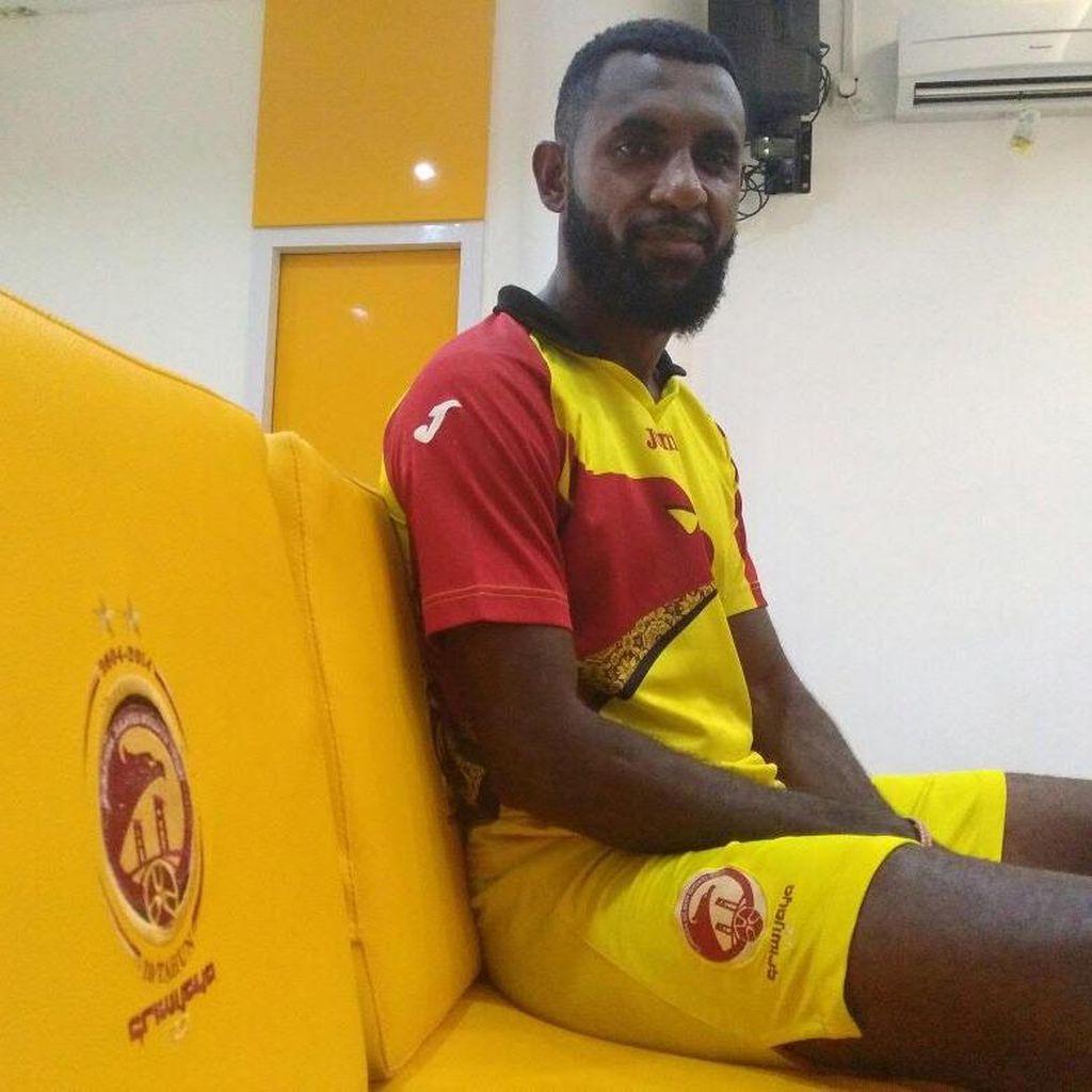 Sriwijaya FC Ikat Yanto Basna