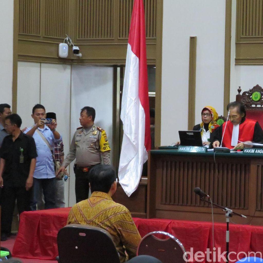 Hakim Tanya Saksi Soal Pasal Pelaporan Ahok