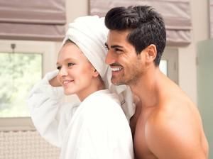 Saling Cukur Rambut Area Intim Pasangan Bisa Tambah Kualitas Bercinta?