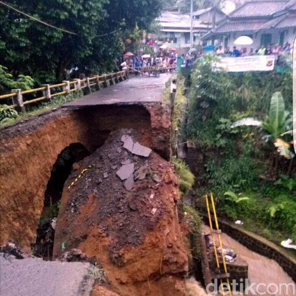 Begini Penampakan Jembatan Ambles di Sukabumi