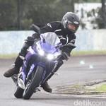 Menjajal Bayinya R6, Yamaha R15 di Sirkuit Sentul