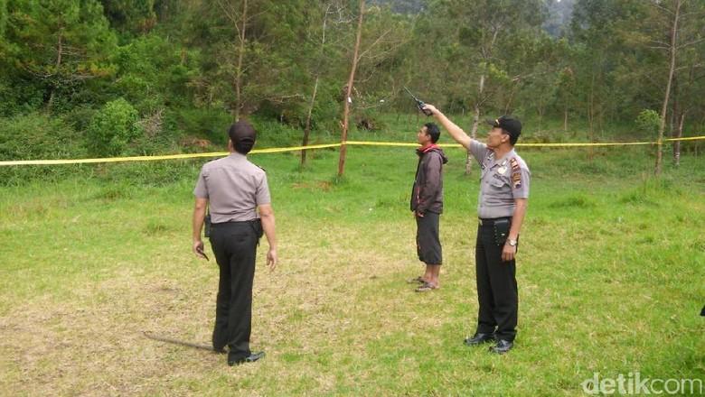 Polisi Sita Tongkat Rotan dari Kos Tersangka Diksar Mapala UII