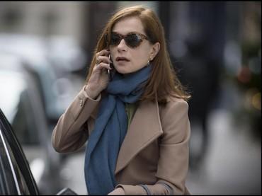 Akting Isabelle Huppert dalam film Elle membuatnya masuk nominasi tersebut. Ia berperan sebagai seorang wanita karier yang sukse di sebuah perusahaan game yang mengalami pemerkosaan di rumahnya sendiri. (Dok. SBS Distribution)