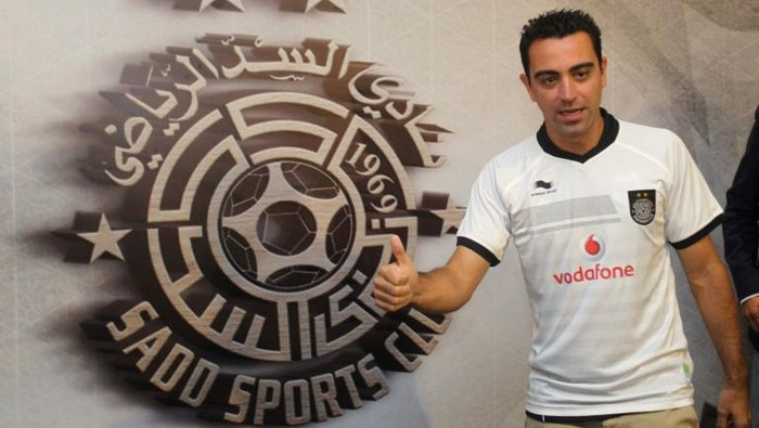 (FILES) This file photo taken on June 11, 2015 shows Barcelona legend Xavi Hernandez  posing for a photo in his new Al-Sadd shirt after signing a two-year contract with the Qatari team in Doha. Barcelona great Xavi Hernandez has agreed a years extension to his contract with Qatars Al Sadd, according to a statement posted on the clubs website on January 26, 2017. / AFP PHOTO / STRINGER