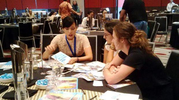 Direktur Sales Tjendana Corporation menjelaskan kepada biro travel di Melbourne (Isfari/detikTravel)