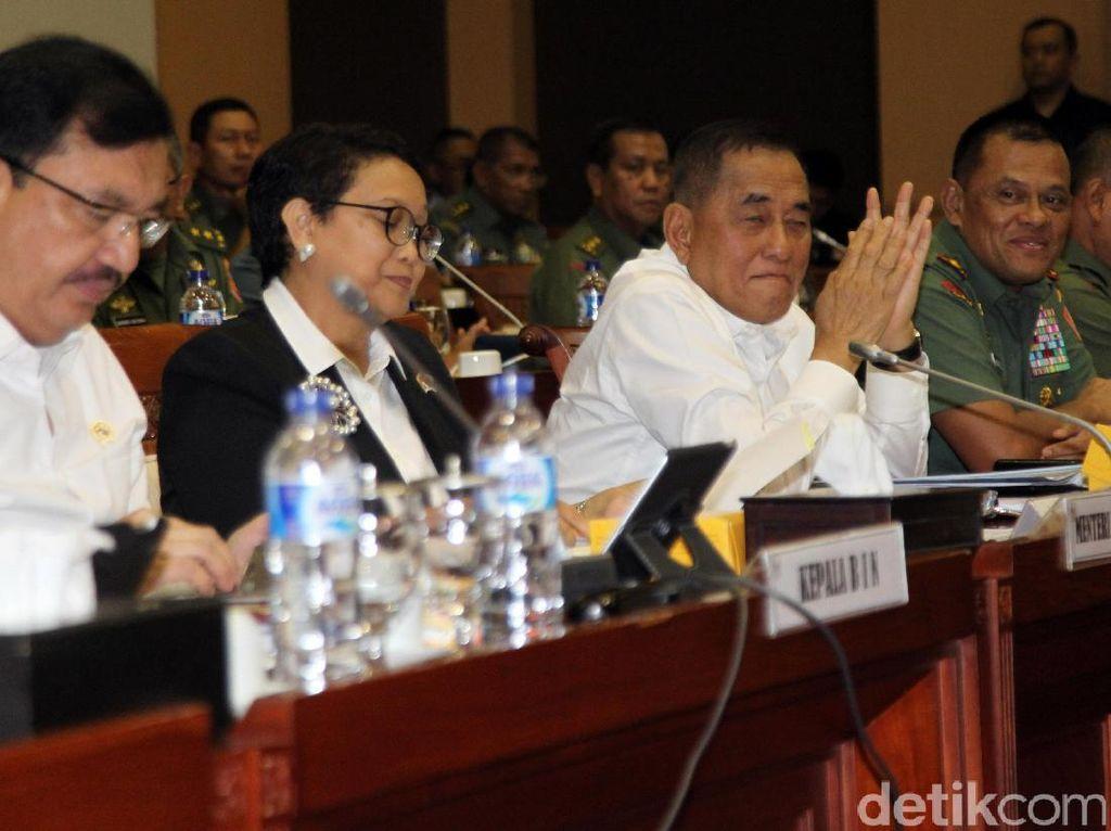 Komisi I DPR Rapat dengan Panglima TNI, Menlu, dan Menhan