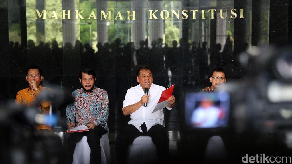MK Pecat Patrialis Akbar