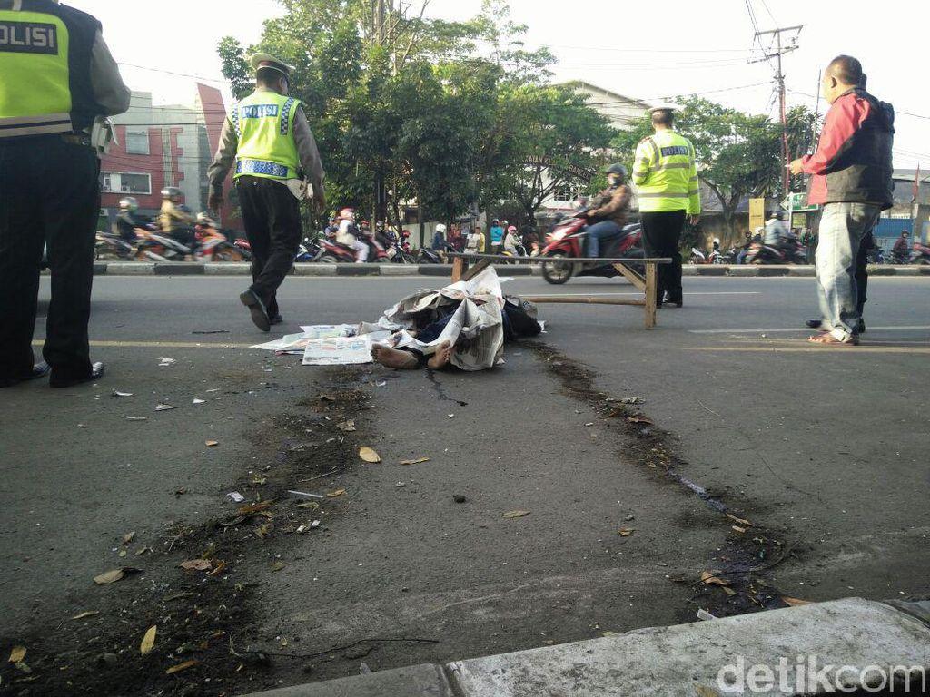 Tabrak Truk di Jalan Soekarno Hatta, Biker Berkaus Ramones Tewas
