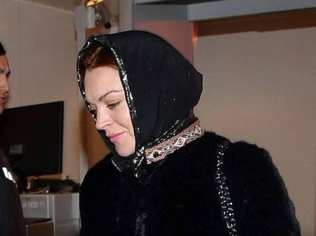 Assalamualaikum! Lindsay Lohan Lagi di Bali Nih