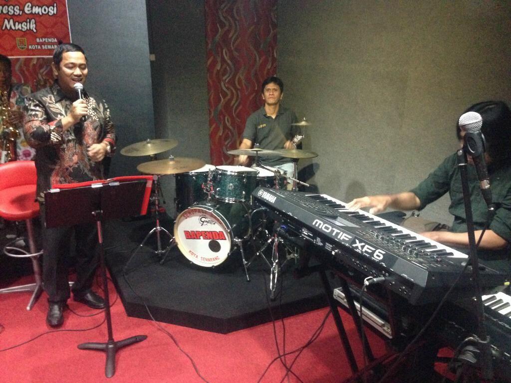Duet Gilang Ramadhan dan Wali Kota Hendi Nyanyikan Lagu God Bless