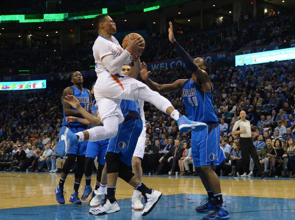 45 Poin Westbrook Antar Thunder Kalahkan Mavericks