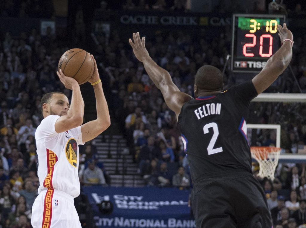 Curry Gemilang, Warriors Tumpas Clippers