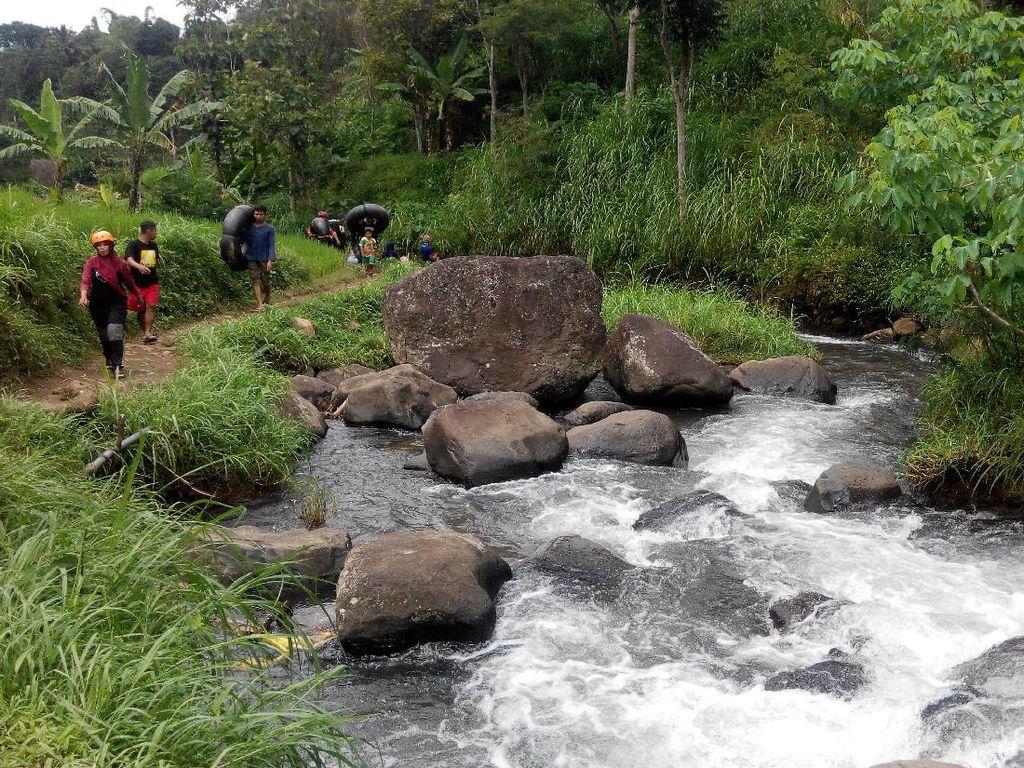 Keseruan River Tubing di Kaki Gunung Wilis, Ponorogo
