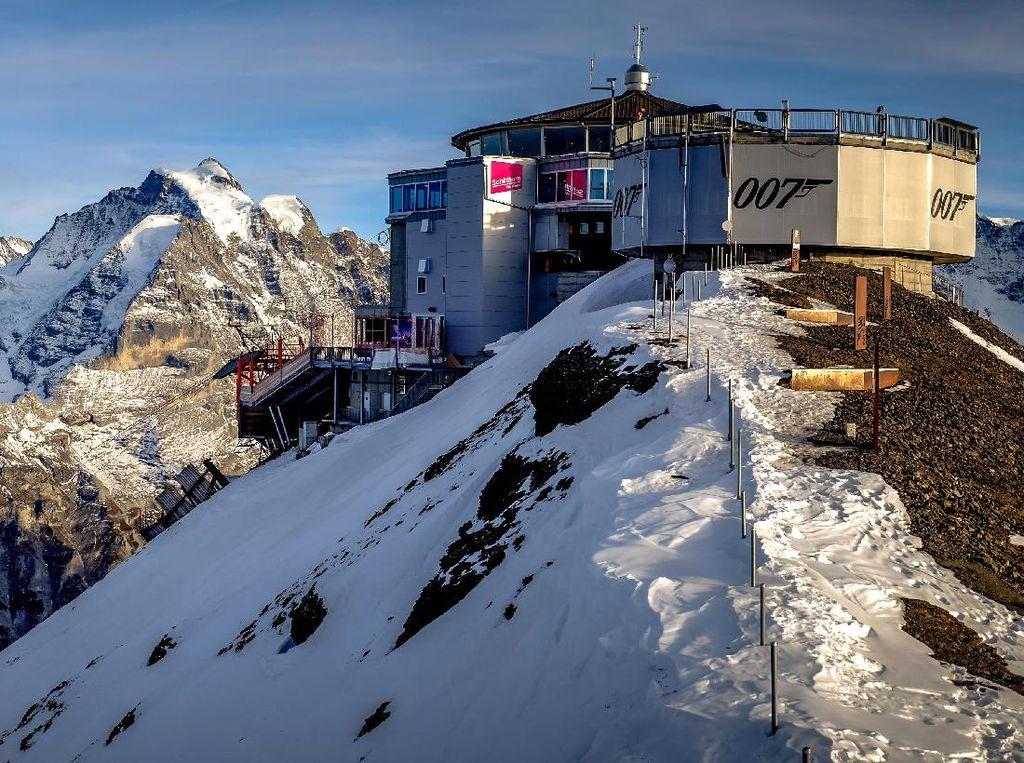 Nostalgia Bareng James Bond di Restoran Berputar Swiss