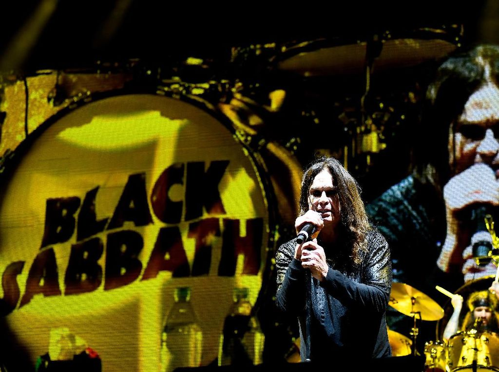 Terungkap! Sosok Wanita Misterius di Cover Album Debut Black Sabbath