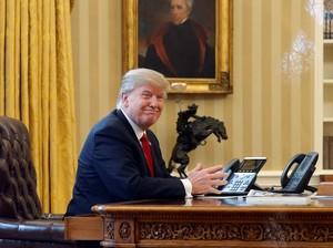 Donald Trump Kontrol Pakaian Stafnya, Dari Warna Baju Hingga Tipe Dasi