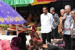 Jokowi Terima Curhat Ibu-ibu, Mulai Tahajud hingga Rumah Rusak