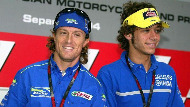 Valentino Rossi, Penemu Teknik Tikung Sambil Kibas Kaki