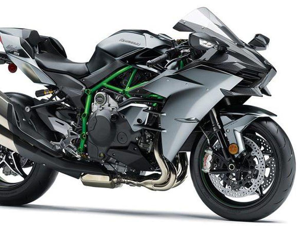 Sadis! Kawasaki H2 Diangkut Dalam Alphard
