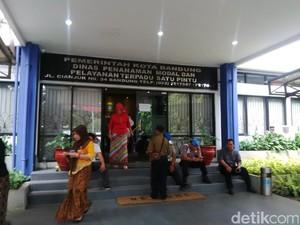 Ikut Prarekonstruksi, Satu Tersangka Pungli Diboyong ke RS
