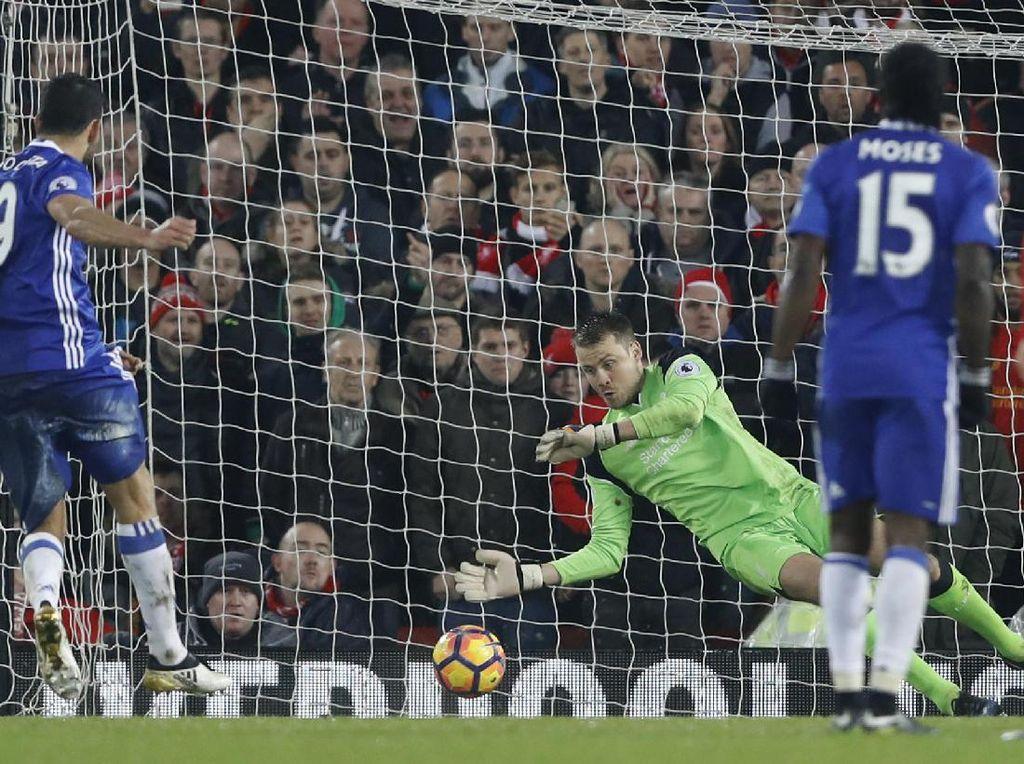 Mignolet Tak Dengar Bunyi Peluit Saat Freekick David Luiz