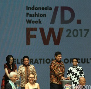 Indonesia Fashion Week 2017 Resmi Dibuka