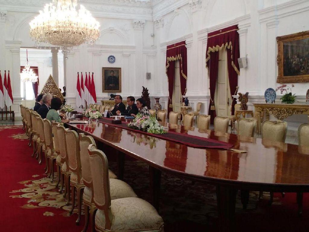 Ditemani Sri Mulyani, Jokowi Terima Presiden ADB di Istana