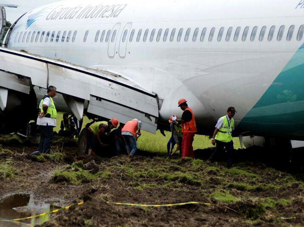Pesawat Garuda yang Tergelincir di Adisutjipto Berhasil Dievakuasi