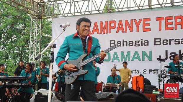 Ketua Umum Partai Idaman Rhoma Irama saat konser deklarasi pasangan nomor urut tiga, Anies Baswedan-Sandiaga Uno di Ciracas, Jakarta Timur, Kamis (2/2).