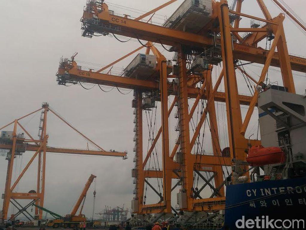Terminal Peti Kemas Surabaya Tambah 3 Container Crane Listrik Baru