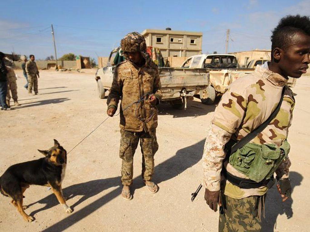 Pasukan Libya Timur Lancarkan Serangan ke Benghazi, 12 Orang tewas