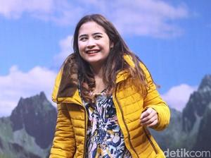 Prilly Latuconsina <i>Happy</i> Banget Sih!