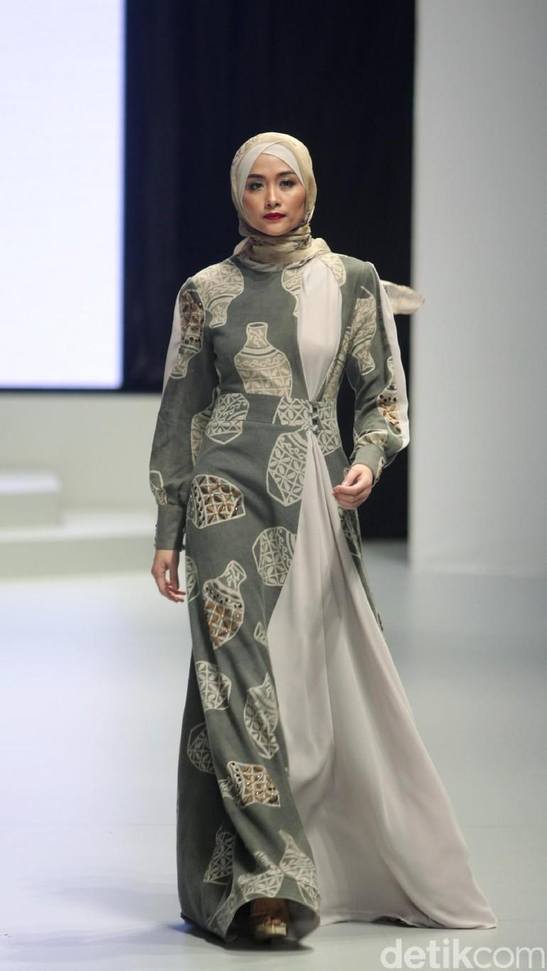 Foto 10 Model Gamis Untuk Lebaran Karya Desainer Indonesia